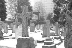 Grafsteen in de winter Stock Foto's