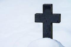 Grafsteen in de winter Stock Afbeelding