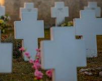 Grafstenen bij de Begraafplaats stock afbeelding
