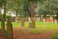 Grafstenen in een oude begraafplaats Royalty-vrije Stock Foto
