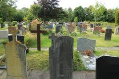 Grafstenen op een begraafplaats Royalty-vrije Stock Fotografie
