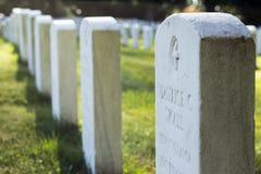 Grafstenen van Burgeroorlogmilitairen bij de Nationale Begraafplaats van Gettysburg stock afbeelding