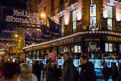 Grafton Street alla notte dublino l'irlanda fotografia stock libera da diritti