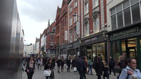 Graftonstraat in Dublin stock footage