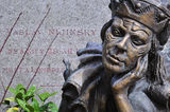 Grafzerk en standbeeld van de beroemde Russische balletdanser Vaslav royalty-vrije stock fotografie