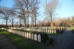 Grafzerken en standbeelden op het militaire gebied van eer in Grebberberg in Nederland, waar lof van soldeersel in 5 dagen voelde stock foto