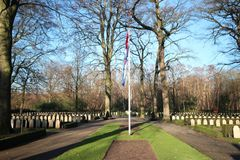 Grafzerken en standbeelden op het militaire gebied van eer in Grebberberg in Nederland, waar lof van soldeersel in 5 dagen voelde royalty-vrije stock afbeeldingen