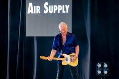 Graham Рассел от подачи воздуха, мелодии петь красивой на Epcot в мире 4 Уолт Дисней стоковое изображение