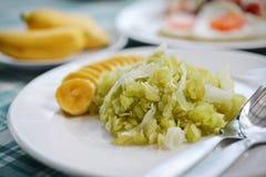 grain déchiqueté de riz avec le thaifood de chair et de banane de noix de coco photo libre de droits