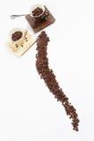 Grain de café et cuvettes Image stock