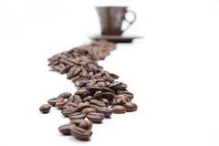Grain de café et la cuvette Images libres de droits