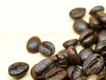 Grain de café sur la table Photos libres de droits