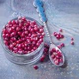 Grain de poivre rose D'isolement photos libres de droits