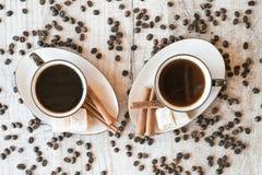 Graines de café avec la tasse et les bonbons de café Image stock