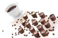 Graines de café et chocolats Photographie stock libre de droits