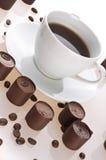 Graines de café et chocolats Photos libres de droits