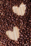 Graines de café sous forme de coeur Images stock
