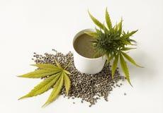 Graines de chanvre de fleur de cannabis d'onguent curatif de cannabis Photographie stock