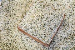 Graines de chanvre, un aliment superbe pour la santé dans la cuvette en bois photo stock