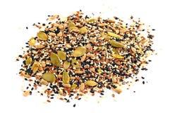 Graines de graines de lin, de graines de tournesol, de sésame, de chia et de citrouille sur le fond blanc Images libres de droits