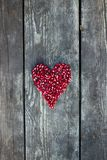 Graines de grenade dans la forme de coeur Image libre de droits