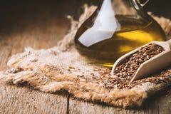 Graines de lin et huile de lin photographie stock