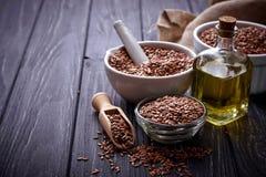 Graines de lin et huile de lin photographie stock libre de droits