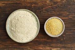 Graines de millet et farine de millet Images libres de droits