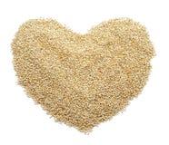 Graines de quinoa formant un coeur Image libre de droits