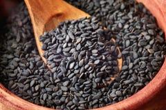 Graines de sésame noires photos stock