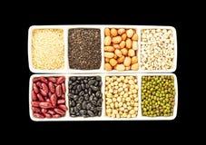 Graines, grains entiers dans l'isolat sur le noir Images libres de droits