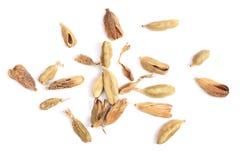 Graines sèches de cardamome d'isolement sur la vue supérieure de fond blanc Image libre de droits