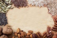 Graines sur une table en bois Image libre de droits