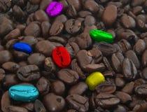 Grains de café colorés Photos stock