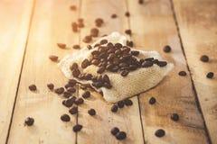 Grains de café d'histoire pendant le matin Photo stock