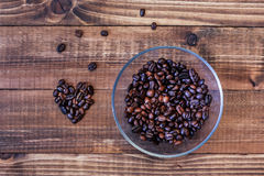 Grains de café dans la forme de coeur Photo stock