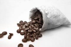 Grains de café dans le sac image libre de droits
