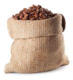 Grains de café dans le sac d'isolement sur le blanc Images stock