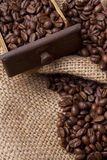 Grains de café dans le tiroir Photos stock