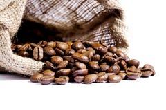 Grains de café dans un sac photo stock