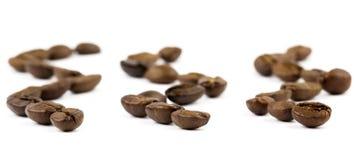 Grains de café de Brown images stock