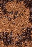 Grains de café de Brown et café soluble photos libres de droits