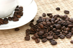 Grains de café entiers Images stock