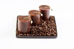 Grains de café et bougies image stock