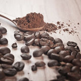 Grains de café et cacao Images stock