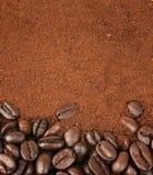 Grains de café et café soluble granulé Images stock