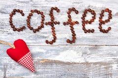 Grains de café et carton Photo libre de droits