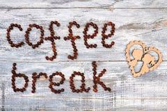 Grains de café et coeur de bande dessinée Photo stock