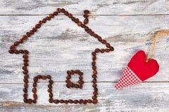 Grains de café et coeur de textile Image stock