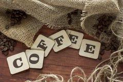 Grains de café et lettres Images libres de droits